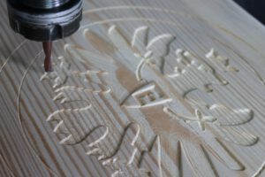 Holz-Fräsen, Holz CNC fräsen lassen, Holzgravur, Logo Gravur Holz, Details