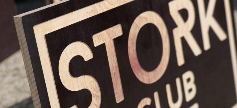 CNC-Fräsen-Holz-Platte,-Siebdruckplatte-aus-Holz-CNC-fräsen,-Werbung-Logo-CNC-fräsen-lassen,-Detail